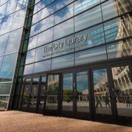 La biblioteca e la città